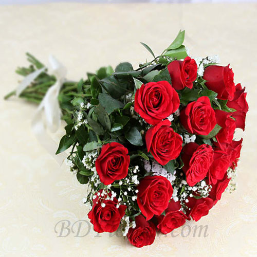 Send 18 pcs red roses in bouquet to Bangladesh